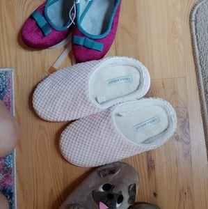 Lot of 3 pairs of 6/7 new slippers
